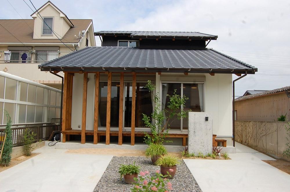 葺き下ろし屋根をデザインする家