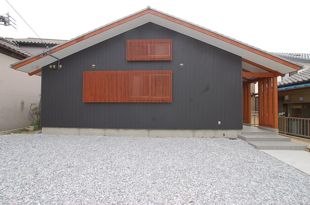 のびやかな大屋根の家