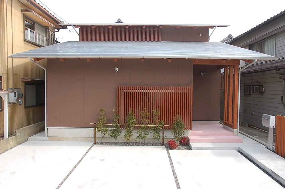 浮世絵カラーのモダンな家
