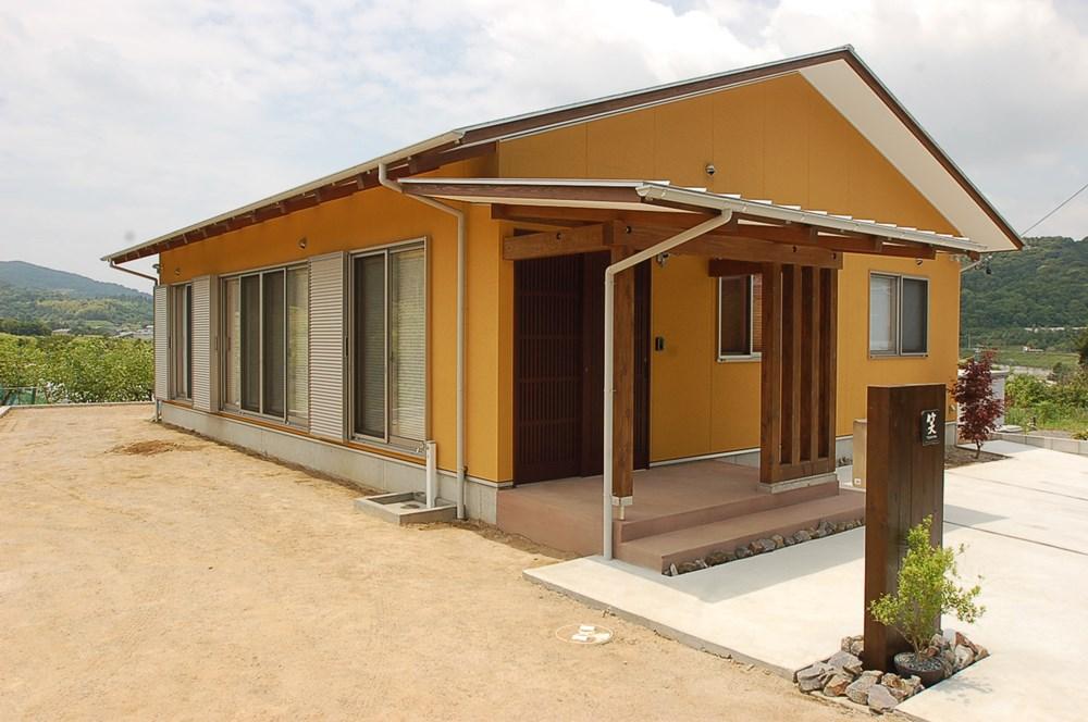 風景をオレンジに染める家