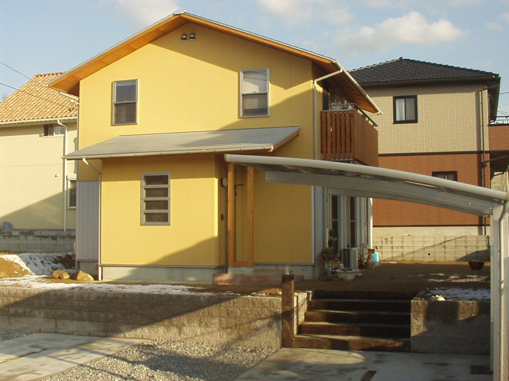 通りをあざやかに彩る家